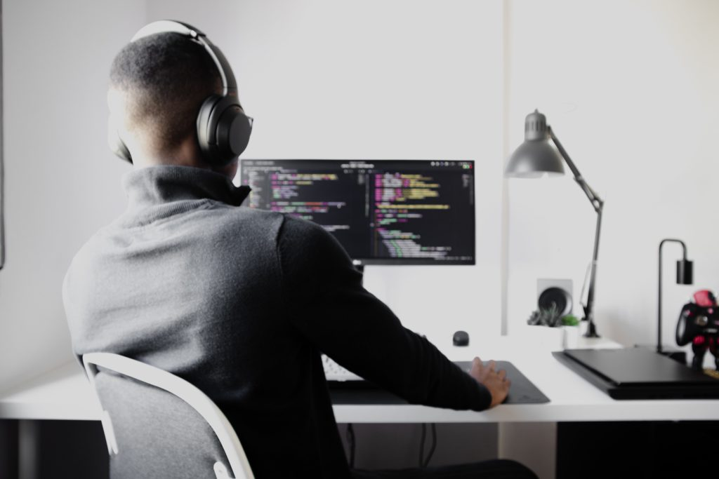 how to become a software developer without a degree by Nubelson Fernandes  on Unsplash